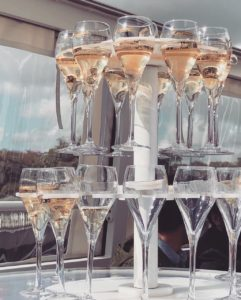 Flute, ambiance, champagne, insolite, champagne bar, degustation dan les vignes